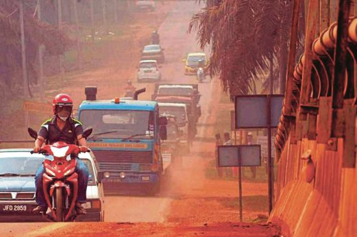 kuantan-bauxite-road-red.-Image-from-NST